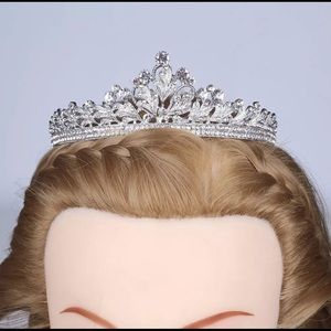 Beautiful crystal crown for wedding prom pageant